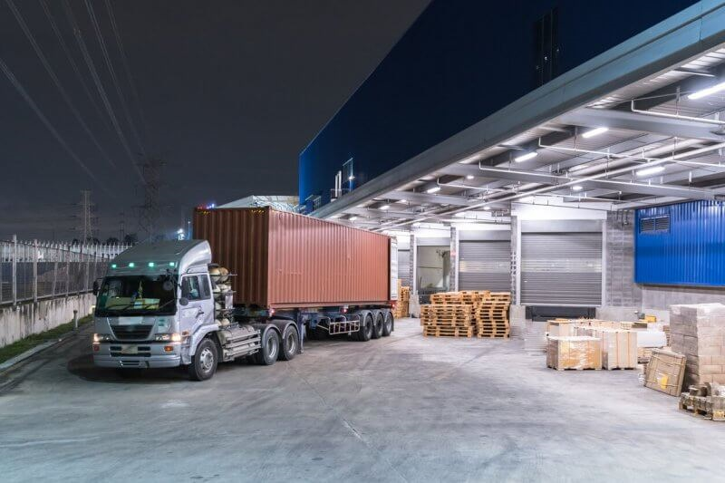 Tiến hành nhận hàng hóa cần vận chuyển của khách hàng