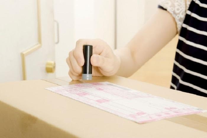 Bưu điện sẽ chịu trách nhiệm vận chuyển hàng đến tận tay người nhận