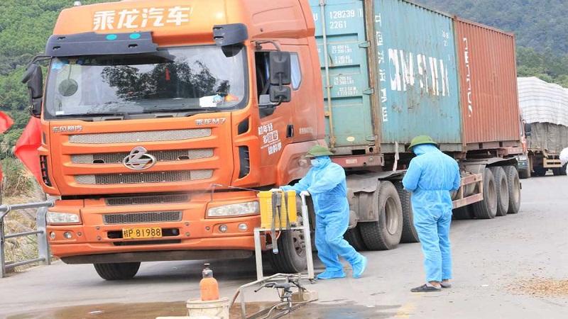 Biện pháp chống Covid cho xe tải được Vận Tải Thái Hùng tuân thủ nghiêm ngặt